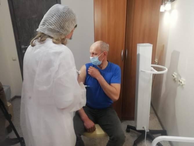 В ТРЦ за сутки от коронавируса привились 139 брянцев