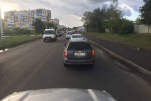 В Брянске на улице Бурова столкнулись маршрутка №55 и трактор