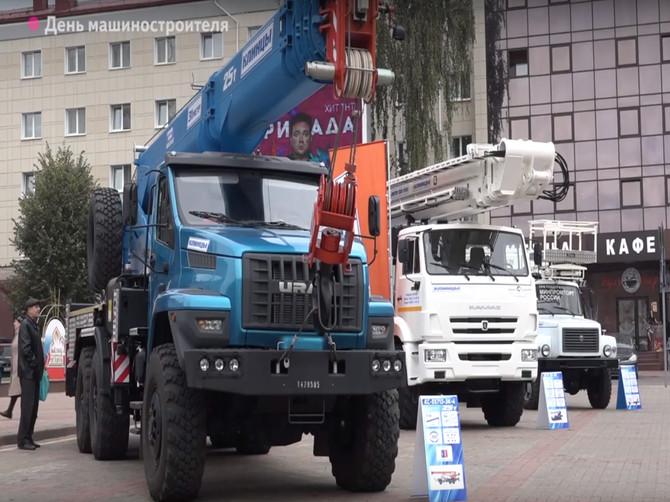 День машиностроителя в Брянске отметили парадом техники
