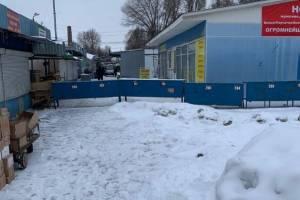 На Володарском рынке Брянска появились баррикады из прилавков