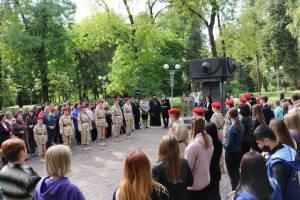 В Брянских «Лесных сараях» прошёл митинг-реквием «Зажги свечу»