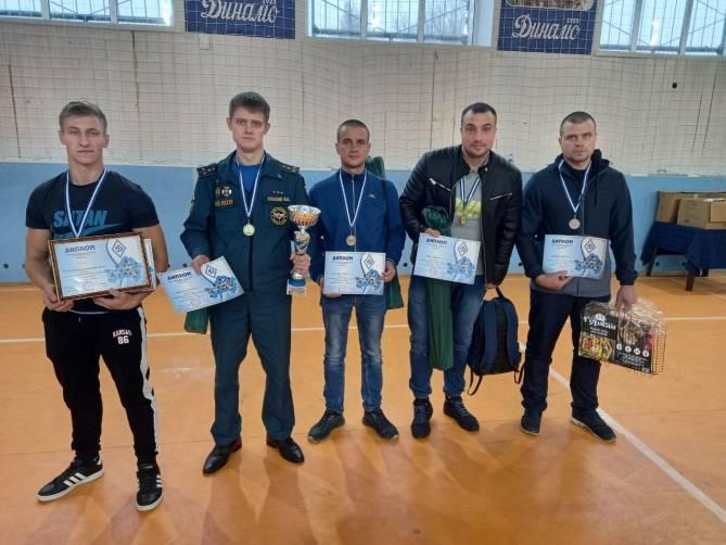 Брянские спасатели взяли золото чемпионата по гиревому спорту