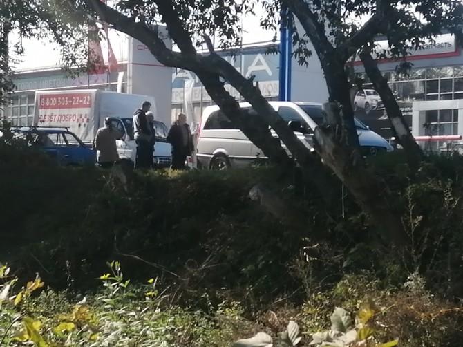 В Брянске на Литейной столкнулись Mercedes Vito и Москвич