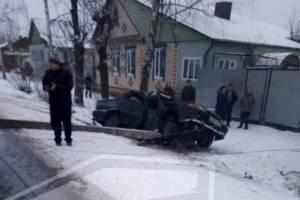 В Новозыбкове неудачный обгон привел водителя в столб