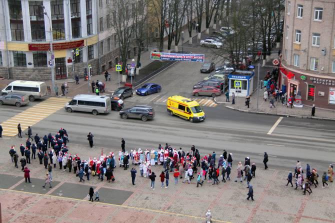 В Брянске стартовал ежегодный парад Дедов Морозов
