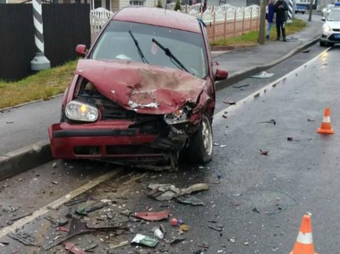 Под Брянском в ДТП с двумя легковушками водителю разорвало селезенку