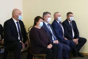 Брянские чиновники и депутаты съехались посмотреть на «Ягодку»