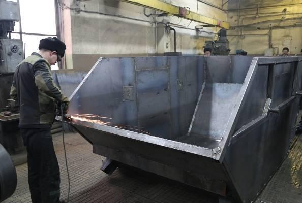 Брянские осужденные к маю выпустят 200 мусорных контейнеров