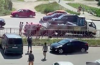 В Брянске на Флотской легковушка с ребенком протаранила грузовик