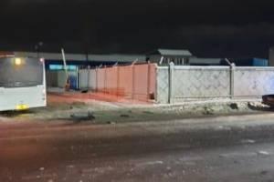 В Брянске на улице Бурова автобус протаранил легковушку: ранены двое