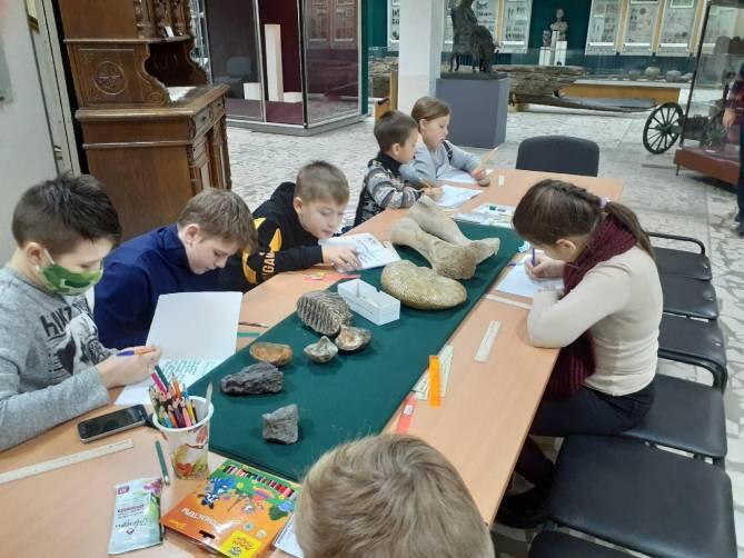 В Брянске юным археологам рассказали о зарождении жизни на Земле