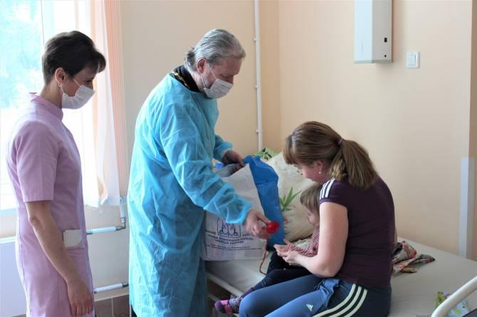 В Брянске тяжелобольных детей поздравили с Пасхой
