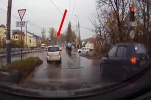 В Брянске водителя Opel оштрафовали за проезд на красный