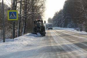 На дороги Брянской области за сутки высыпали более 6 тысяч тонн песка