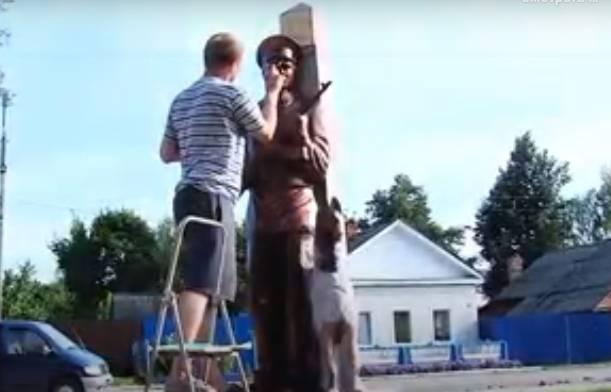 В Новозыбкове срочно переделывают памятник пограничникам
