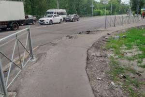 В Брянске снесли уродливый забор возле «Речного»