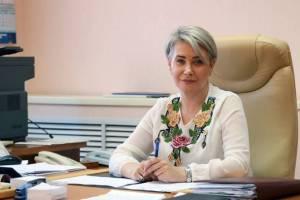 Заммэра Брянска Холина не спасла от вырубки деревья возле арбитражного суда