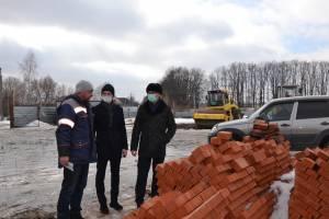 В Почепе строители Ледового дворца отстали от графика