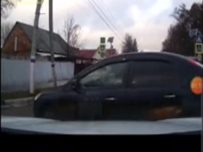 В Унече невнимательность водителя едва не привела к ДТП