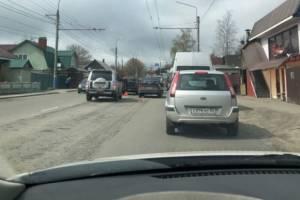 На улице XXII съезда КПСС столкнулись два легковых автомобиля