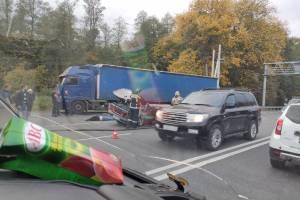 В Брянске у памятника воинам-водителям произошла жуткая авария