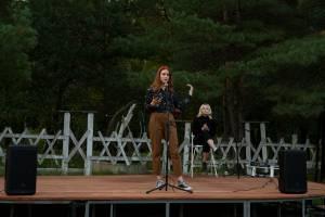 В Брянске у Кургана Бессмертия молодёжь провела поэтическую встречу