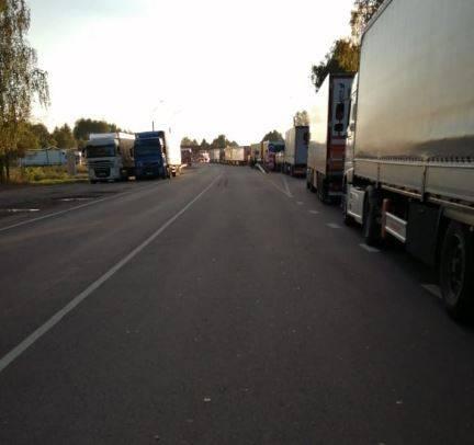 На брянской границе с Беларусью возникла огромная пробка из грузовиков