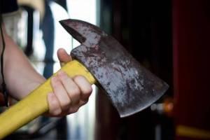 Мужчина зарубил топором собутыльницу и закопал труп в гараже