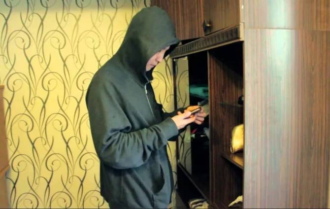 В Клинцах съехавший квартирант прихватил вещи хозяев