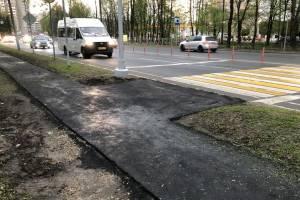 В Брянске возле «Линии» построили тротуары к новому переходу