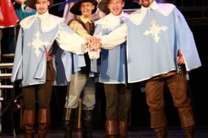 Брянский ТЮЗ открыл юбилейный сезон премьерой мюзикла «Три мушкетёра»