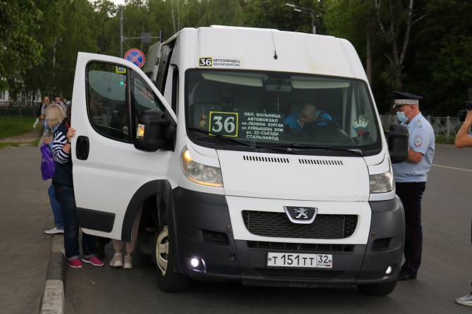 В Брянске усилят облавы на безмасочников в общественном транспорте