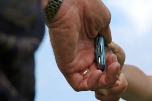 В Супонево уголовник попросил у пенсионера телефон и сбежал