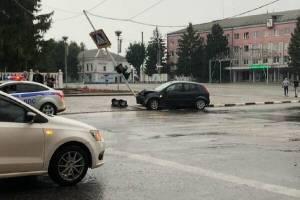 В Новозыбкове иномарка снесла светофор