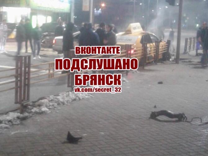 В Брянске произошло крупное ДТП на Кургане Бессмертия