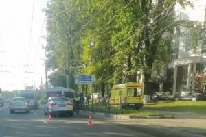 В Брянске у автовокзала маршрутка №40 попала в ДТП