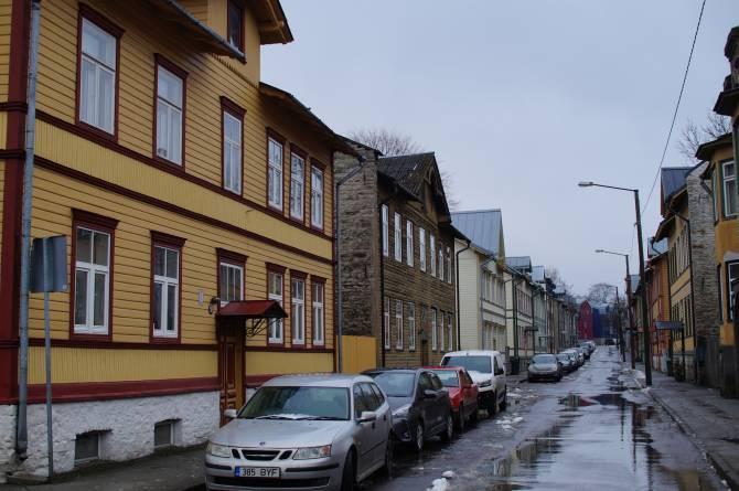 Типичная картина российских городов - новостройка-свечка или нелепый ТЦ
