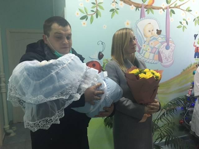 В Новозыбкове первой новорожденной 2021 года подарили коляску
