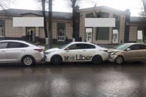 В Брянске мужчина пострадал в массовом ДТП с такси
