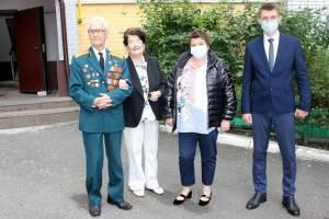 В Брянске поздравили ветеранов с Днем города