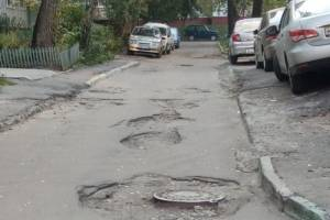 На улице Брянского Фронта потребовали отремонтировать убитую дорогу