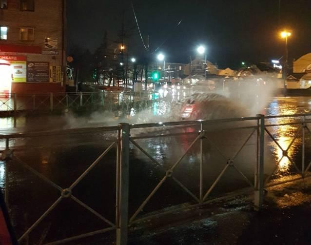 Центр Бежицкого района Брянска традиционно затопило после дождя