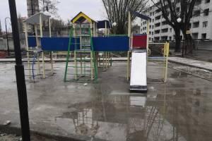 В Брянске маленьким детям предложили биться об бетон