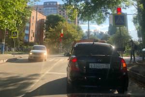 Брянских водителей возмутил спрятанный за знаком светофор