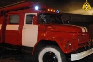 В Почепе ночью больше часа тушили горящий дом