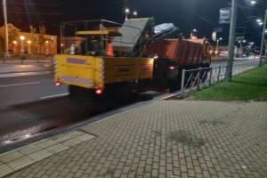 После урагана коммунальщики вышли на ночную уборку Брянска