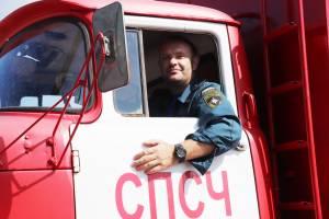 В Брянске водители пожарных машин устроили битву