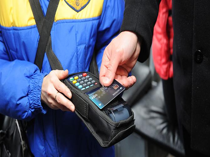 В Брянске у пассажиров троллейбусов пропадают деньги с карт