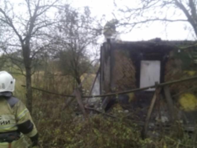 В Брасовском районе сгорел нежилой дом: есть пострадавший