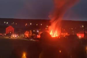 На окраине Брянска загорелся частный дом